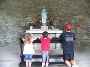 Prayer before the shrine of St. Terese